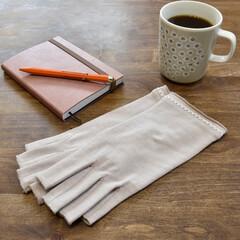 ハンドケア/手荒れ/手荒れケア/紫外線対策/UVカット/日焼け対策/... 手洗いや消毒液で荒れた手を UV手袋と保…