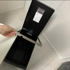ゴミ箱 クード kcud シンプル スリム 縦型 おしゃれ キッチン 45リットル | イワタニ(ゴミ箱、ダストボックス)を使ったクチコミ「スリムでスタイリッシュ けれど結構ゴミが…」(3枚目)
