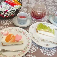 おうちカフェ/紅茶/美味しいケーキ/美味しい/タルト/マスカット/... 先日美味しいケーキ屋さんで桃とマスカット…