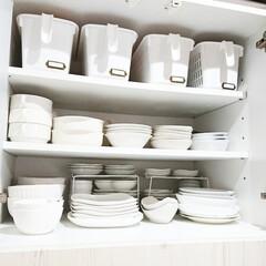 和室DIY/取手付きカゴ/カゴ/カゴ収納/押し入れ収納/押し入れ/... 我が家の食器棚です💕✨ 食器棚の一番上に…
