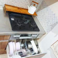 キッチン収納/キッチン/フライパン収納/フライパン/キッチン雑貨/雑貨/... 我が家のフライパン収納は 100均のケー…