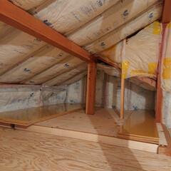秘密基地/小屋裏/屋根裏収納/屋根裏/屋根裏部屋/DIY/... 屋根裏部屋diy 断熱材まで完了 次は壁…