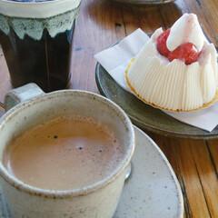 ケーキ/焼き物/笠間焼き 笠間焼のカップで、 おいしくケーキをいた…
