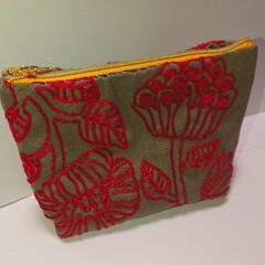ユザワヤ/刺繍/雑貨/ハンドメイド/住まい/暮らし 刺繍でポーチを作りました。 薬入れとして…