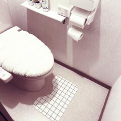 トイレ/セリア/100均/はじめてフォト投稿 セリアでトイレマットゲット👍 これなら息…(1枚目)