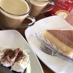 コーヒータイム/お休み/やっとゆっくり/息子からの手土産/シャトレーゼ やっと、まったり〜😌 元旦だけお休みで、…