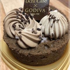 チョコケーキ/ゴディバ こんな時間に… 食べちゃった😆 旦那が寝…