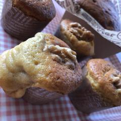 クルミとバナナのカップケーキ 朝からまた焼いちゃいました😊 今日はバナ…