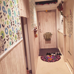 壁紙リメイク/壁紙/玄関DIY/玄関ドア/壁紙や本舗/DIY/... 古いマンションの壁も、鉄でできた寒い感じ…