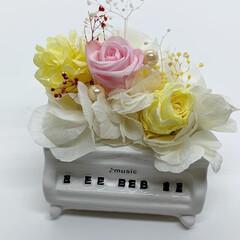 インテリア プリザーブドフラワー 陶器製のピアノで飾…(3枚目)
