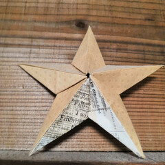 英字新聞/クラフト紙/折り紙/雑貨 英字新聞柄のクラフト紙を使って折った折り…