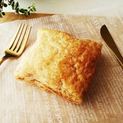 パイ/カスタードクリーム/生クリーム 小さなパイ生地を、一切伸ばさずオーブンで…