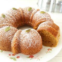 パンプキンケーキ/シナモン/お皿 シナモン香るパンプキンケーキです。 バタ…