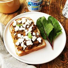 キーマカレー/トースト/カッテージチーズ 食パンにキーマカレーを広げて、カッテージ…
