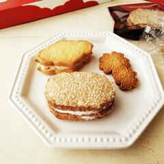 バターサンド/ダックワーズ/クッキー とある日のおやつ。 ラム酒漬けフルーツ入…
