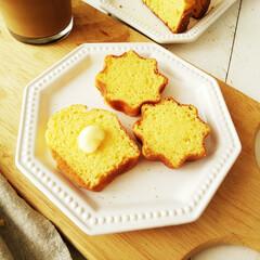 コーンブレッド/コーンミール/こんがりグルメ 小さなパンドーロ型で焼いたコーンブレッド…