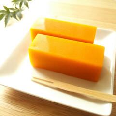 秋/かぼちゃ/羊羹 表面はつるんとしていて、鮮やかなオレンジ…