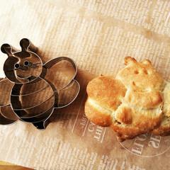 蜂/パン/クッキー型 最近いろんなパン生地をクッキー型で抜いて…
