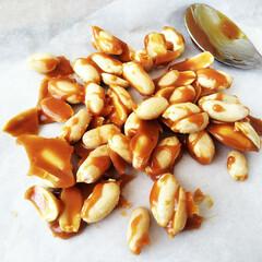ピーナッツ/キャラメル/おやつ ピーナッツにキャラメルがけしました。 表…