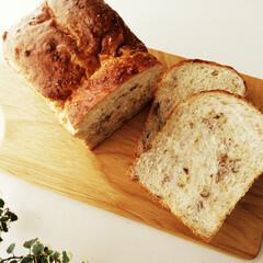 ライ麦/くるみ/食パン ライ麦とくるみのパンを焼きました。 最近…