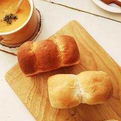 おうちごはん/食パン/はちみつパン 先日のはちみつ食パン(左)とミルク食パン…