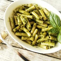 バジル/ジェノベーゼ/パスタ/お昼ごはん/ランチ 家庭菜園で採れたバジルをたっぷり使って、…