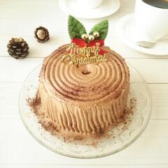 クリスマス/ブッシュ・ド・ノエル/シフォンケーキ 手のひらサイズのココアシフォンケーキに、…