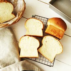 食パン/こんがりグルメ/きのこ ひとつ前に載せたパンの断面です。 以前き…