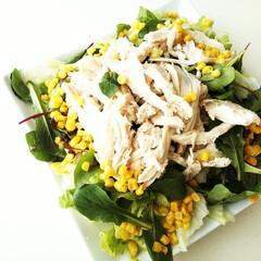 サラダ/ベビーリーフ/コーン/サラダチキン/レタス ただいまコロナ太り中。 少し気をつけて、…