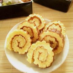冬/お正月/伊達巻/ホットケーキ/あけおめ ホットケーキを鬼すだれで巻くと、本物さな…