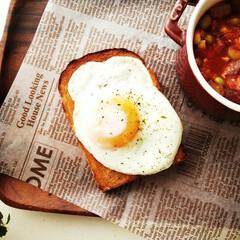 トースト/目玉焼き/食パン ライ麦とくるみの食パンをトーストして、有…