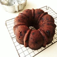 チョコケーキ/バターケーキ/ココア/おやつ/チョコチップ プディング型(バント型)にいれて焼いた、…