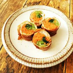 にんじん/小松菜/春のフォト投稿キャンペーン/豚肉/わたしのごはん にんじん&小松菜の肉巻きです。 少しでも…