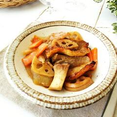 オーブン焼き/根菜/豚バラ/おうちごはん 子供たちの大好物、豚バラ肉と根菜のオーブ…