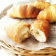 カリス成城 シチリア島産岩塩 200g(バスソルト)を使ったクチコミ「塩パンを割ったところ。 バターが包まれて…」