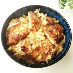 かつ丼/とんかつ/卵 簡単かつとじ丼。 今の時期、新玉ねぎで作…