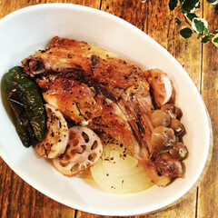 夏野菜/鶏肉/オーブン焼き 味がついている骨付き肉、ピーマン、れんこ…