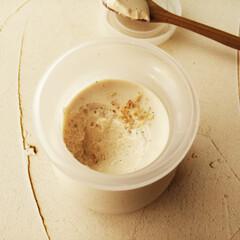 白ごま/ムース/わたしの手作り/スプーン/木 ひとつ前に載せた白ごまのムースを、すくっ…