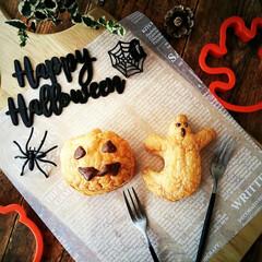 ハロウィン/パイ/クリーム パイシートを大きめのクッキー型でぬいて焼…