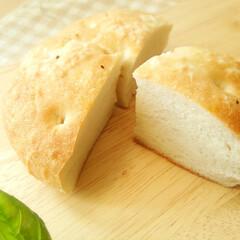 米粉/フォカッチャ/パン 1つ前に載せた、米粉で作ったフォカッチャ…