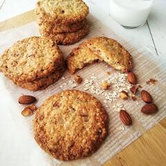 オートミール/アーモンド/クッキー/こんがりグルメ オートミールクッキーを焼きました。 食べ…