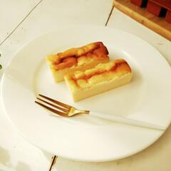 チーズケーキ/ミニサイズ/バレンタイン2019 こちらのチーズケーキ、一見ナイフで切り分…
