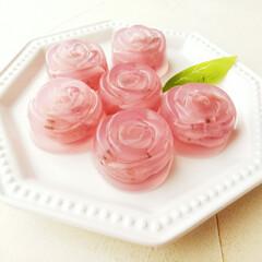 バラ/桜餡/寒天 桜餡が入った寒天デザートを作りました。 …