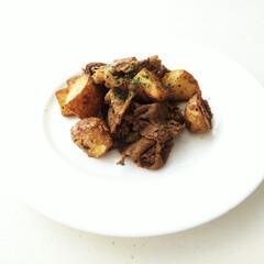 牛肉/ガラムマサラ/新じゃが/ポテト/スタミナ丼/夏に向けて/... 新じゃがの素揚げと牛肉を炒めて、ガラムマ…
