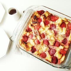 iwaki ベーシックシリーズ ケーキ焼き皿 角型 KBT222 | Pyrex(洋菓子型、パン型)を使ったクチコミ「冷凍いちごを使って焼いた、パンプディング…」