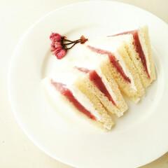 桜餡/サンドイッチ/パン/おうちカフェ この春はお花見もできず、あまりお祝いムー…