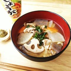 豚汁/しょうが/柚子胡椒 根菜たっぷりの具だくさんの豚汁に、昨年作…