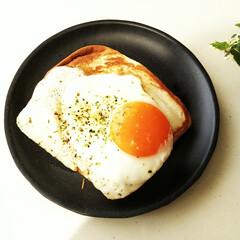 クロックマダム/パン/朝食 休みの日、起きると夫が朝からクロックマダ…