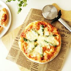 おうちカフェ/ピザ/チーズ 春休み中の昼食にピザを焼きました。 チー…(1枚目)
