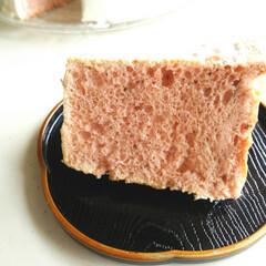 シフォンケーキ/桜/小さい春 少し前に載せた、桜のシフォンケーキの断面…